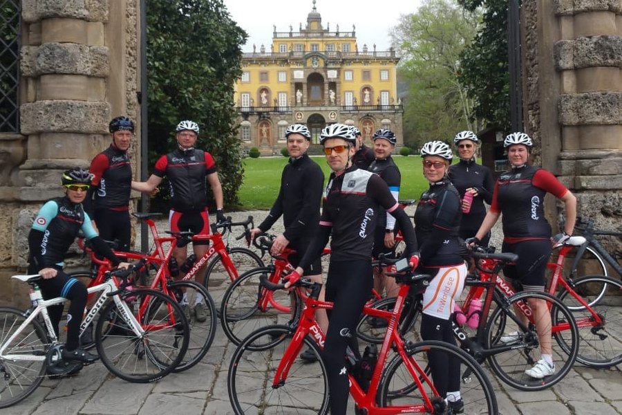 Cycling tour visiting ancient villas in Tuscany - ChronòPlus