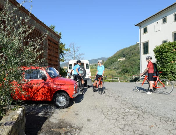 Lucca_&_Cinque_Terre_cyclists